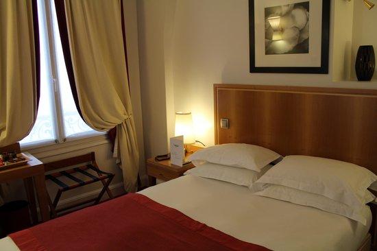 Hotel Waldorf Trocadero:                   Hotel room