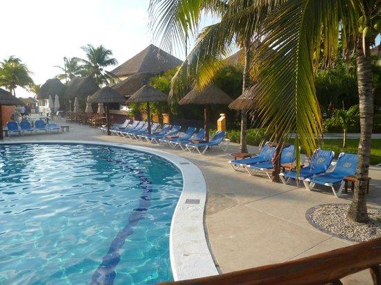 Allegro Playacar:                                     the pool