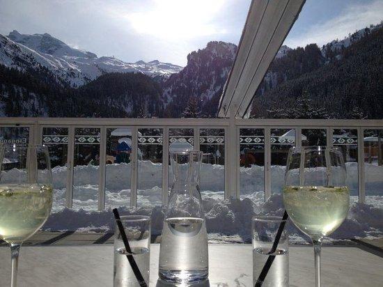 Kinder- & Gletscherhotel Hintertuxerhof:                   Auf der Terasse