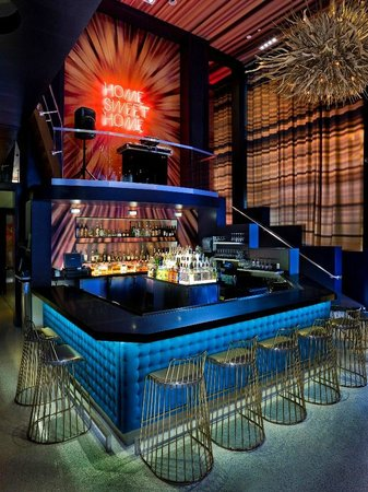Living Room Bar & DJ Booth - Picture of Renaissance San Diego ...