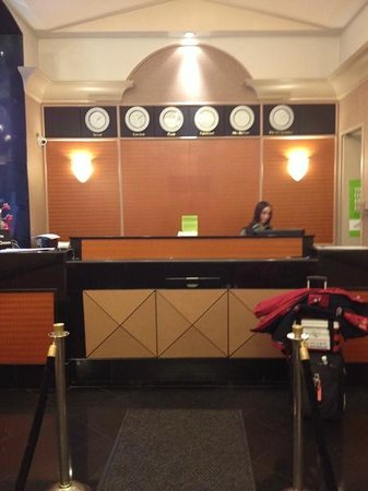 La Quinta Inn & Suites Manhattan:                   reception