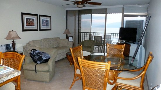 Kahana Reef:                   Living/Dining room