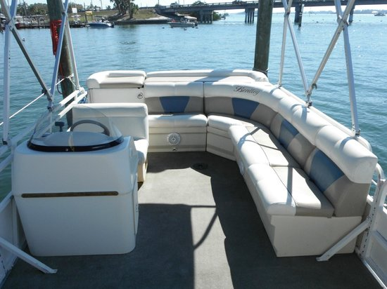 H2O Watersportz: Bentley Cruising Pontoon wrap around seating
