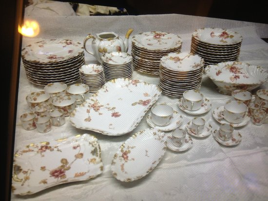 Doyle Auction House Limoges 156 piece set (Frank ... & 60 pc Dinner Set Thomas Hughes Staffordshire England