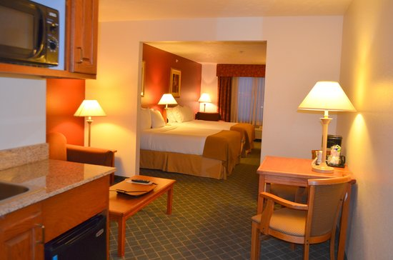 Holiday Inn Express & Suites Omaha West: Double Queen Suite
