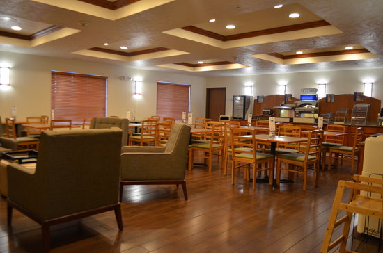 Holiday Inn Express & Suites Omaha West: Breakfast Room