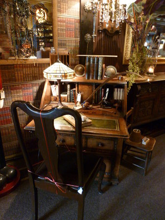 Renninger's Vintage Antique Center & Farmer's Flea Market