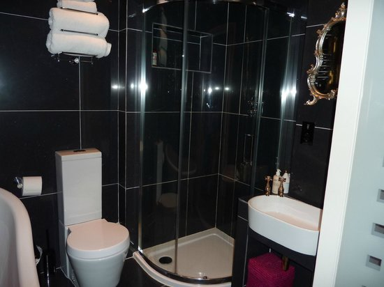 Shelbourne House:                                     En-suite