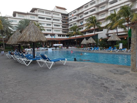 SUNSOL Isla Caribe:                   PILETA Y REPOSERAS