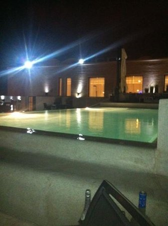 Cesar Resort & Spa:                   roof top bar/pool