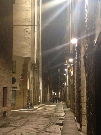 Torre Guelfa Hotel :                                     Very quiet, looking down Borgo SS Apostoli toward the hotel
