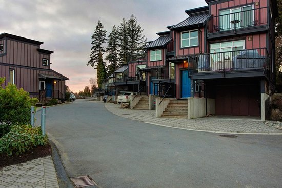 Sooke Harbour Resort and Marina: Building