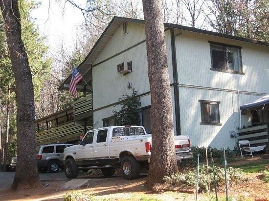 Hilltop Motel :                   End view