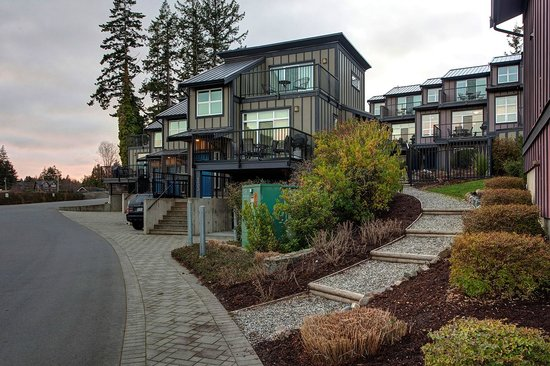 Sooke Harbour Resort and Marina: Building Exterior