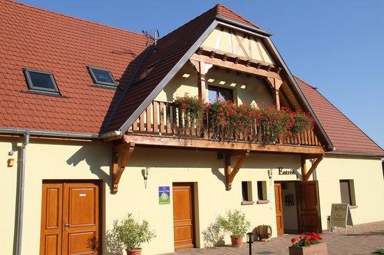 Domaine Pierre Adam:                   maison et balcon