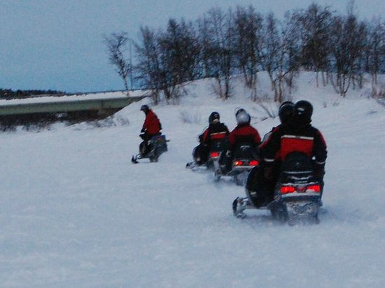 Davvi Arctic Lodge:                   Snowmobile across the lake