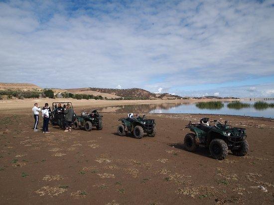 Maroc Expe:                   Even stoppen bij Takerkoust Dam...