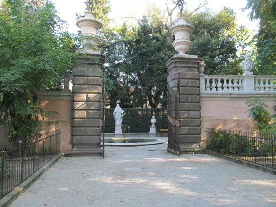Orto Botanico di Padova:                   Entrance to Solomon and four seasons fountain