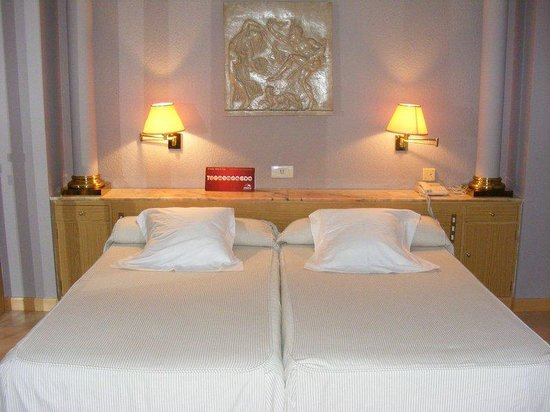 Hotel Cesaraugusta: Room