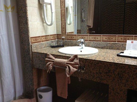 Clubhotel Riu Karamboa:                   bath room
