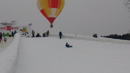 雪まつり ソリ滑り会場
