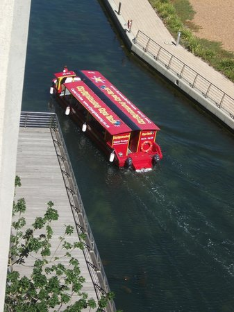 AHA Harbour Bridge Hotel & Suites:                   Wassertaxi - alle 15-20min für umgerechnet EUR 3,00 / Tag