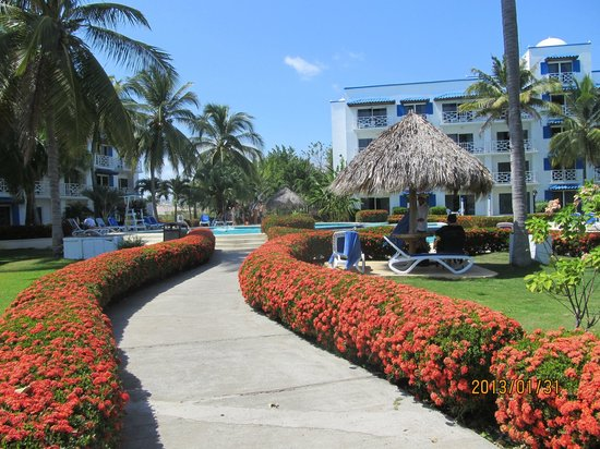 Hotel Playa Blanca Beach Resort:                   beautiful gardens, well maintained
