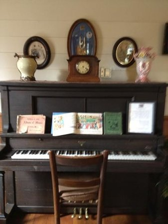 Wolf Creek Inn:                                     piano in the common room