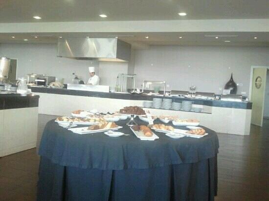Melia Madeira Mare Resort & Spa:                   mesa de bolleria