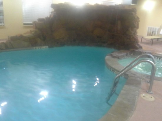 La Quinta Inn & Suites Ennis:                   the amazing warm pool
