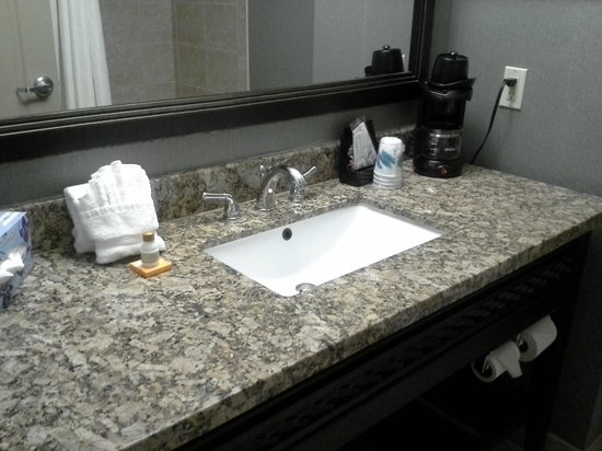 La Quinta Inn & Suites Ennis:                   the bathroom...so nice and clean