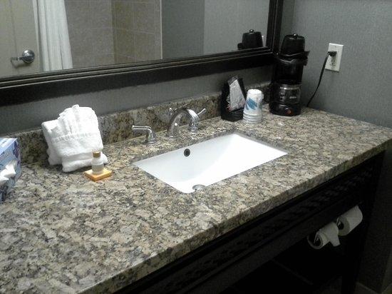 لا كوينتا إن آند سويتس اينيس:                   the bathroom...so nice and clean                 