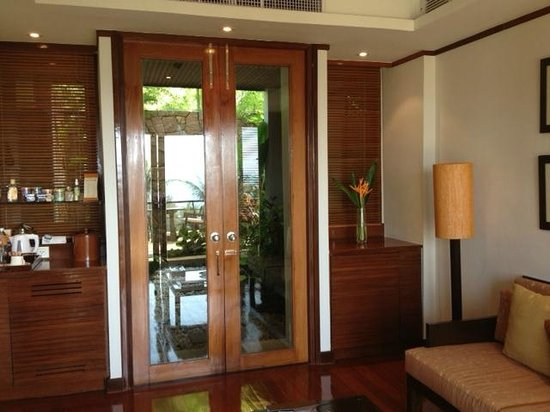 Ayara Hilltops Resort and Spa Surin Beach:                   Looking from living room towards the courtyards (with outdoor shower)