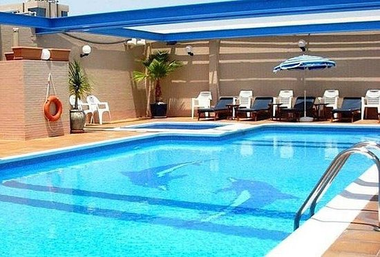 Savoy Crest Hotel Apartments:                   pool