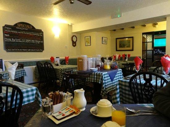Fox & Hounds Inn:                   dining room