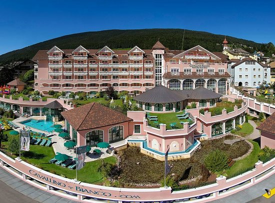 Cavallino Bianco Family Spa Grand Hotel (59137771)