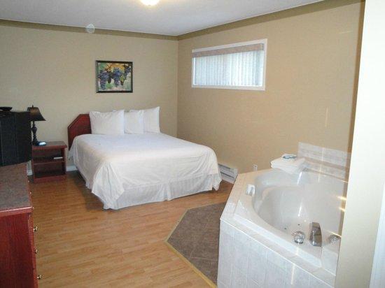 Tiki Shores: Two Bedroom Deluxe Suite