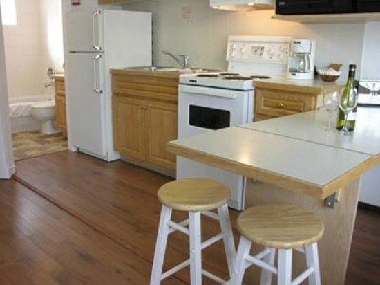 Tiki Shores: One Bedroom Suite