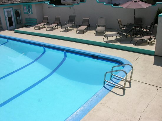 تيكي شورز بيتش ريزورت موتيل: Pool