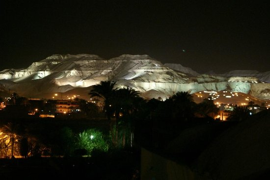Cleopatra Hotel Luxor:                   view at night