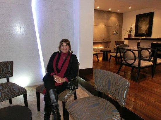 لو بارك هوتل بوتيك:                   Parte del Lobby una decoración minimalista y moderna                 