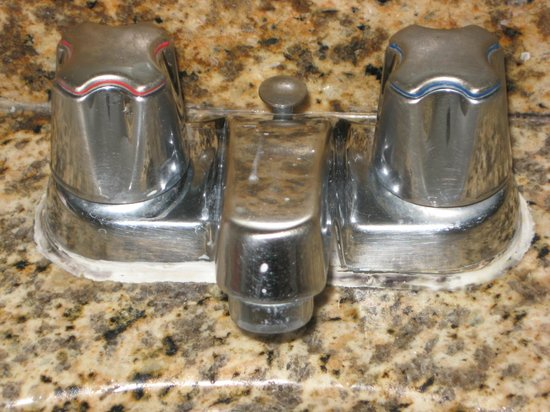 Days Inn Anaheim Near the Park:                   Black mold around the faucet and tub