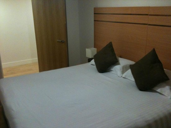 Crompton House Apartments:                   2nd Bed - King or Queen, didn't use so can't remember!!