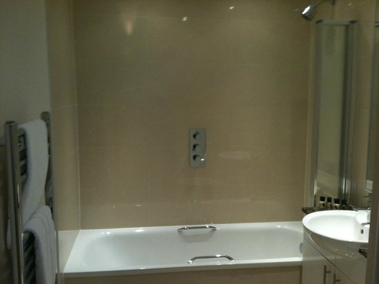 Crompton House Apartments:                   2nd bathroom, everything you need.