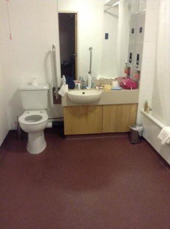 The Wilmslow Lodge:                   disabled bathroom