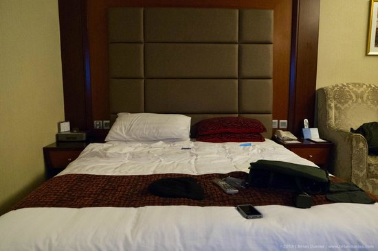 Metropark Hotel Kowloon:                   More of the bed.