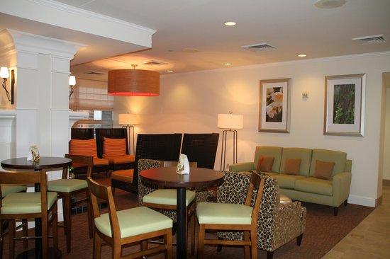 Hilton Garden Inn New Orleans French Quarter/CBD:                   Lounge                 