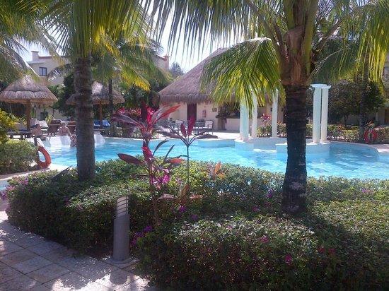 TRS Yucatan by Palladium:                   Royal pool