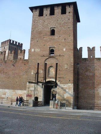 Accademia Hotel:                   Castel Vecchio