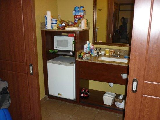 Clarion Inn Lake Buena Vista:                   Micro cocina.